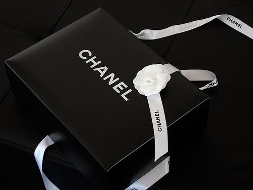 hộp giấy chanel